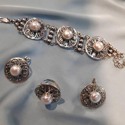 серебряное кольцо +с жемчугом