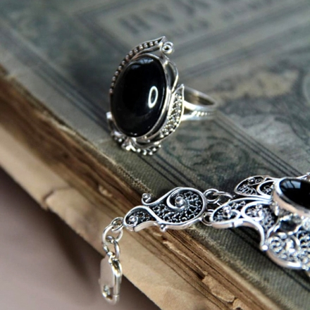 серебряное кольцо +с агатам