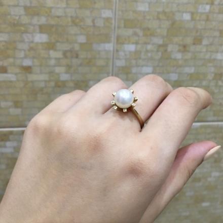 красивое кольцо с жемчугом