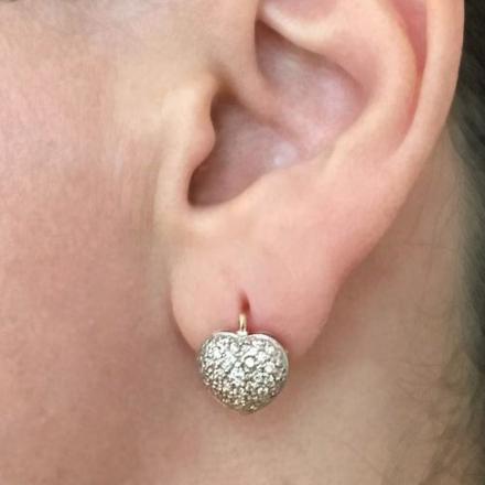 серьги-сердечки с россыпью камней