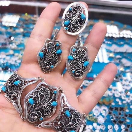 Комплект из серебра с бирюзой и фианитами