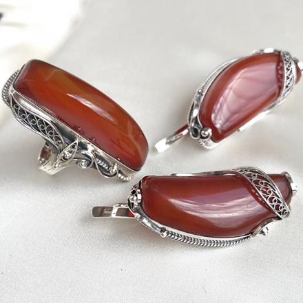 серебряное кольцо +с сердоликом