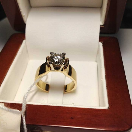 кольцо +с крупным бриллиантом
