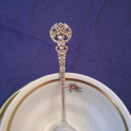 Серебряная чайная ложка  без черни