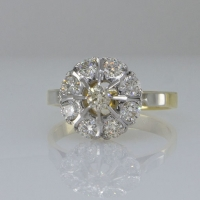 Кольцо золотое с   бриллиантами с 8 лепестками