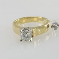 Кольцо из золота с крупным бриллиантом