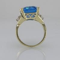 Кольцо золотое с топазом и бриллиантами