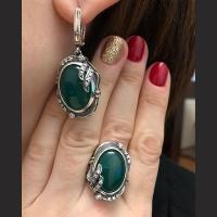 Украшения c зеленым камнем