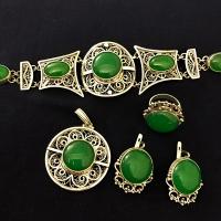 Зеленый камень в серебре