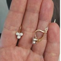 Маленькие серьги с тремя бриллиантами