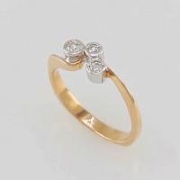 Кольцо из лимонного золота 585 с тремя  бриллиантами