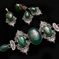 Комплект из серебра с зеленым камнем