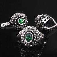 серебряные серьги +с зеленым камнем