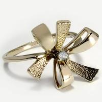 """Кольцо золотое с  бриллиантом """"Бантик"""""""