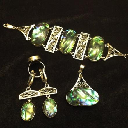 комплекты золотых украшений +с драгоценными камнями