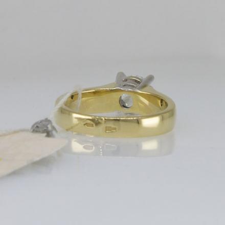 кольцо из золота с бриллиантом в подарок