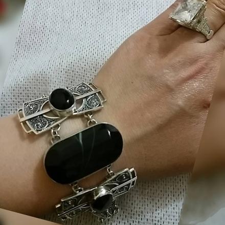 купить браслеты +из натуральных камней +в москве