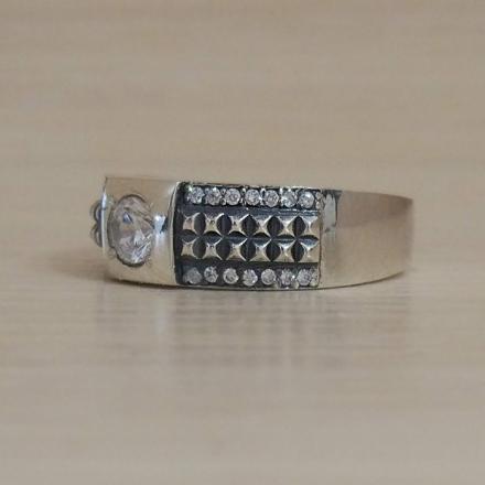 Кольцо из серебра 925 с фианитом