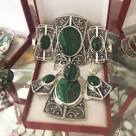 камни украшения малахит