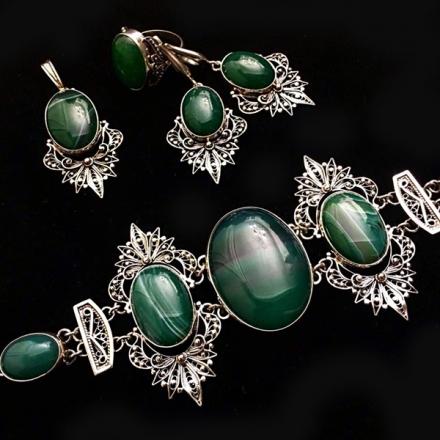 зеленый камень +в серебре