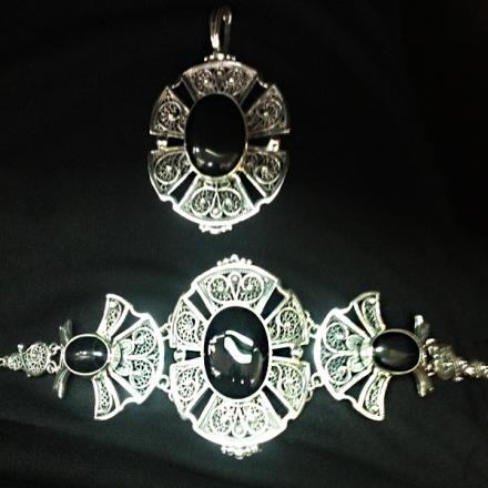 серебряные комплекты +с камнями