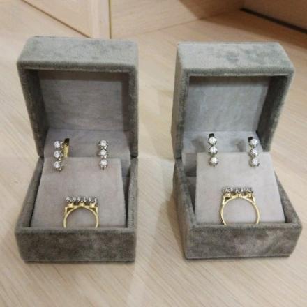 кольцо с 3 фианитами камни выпирают