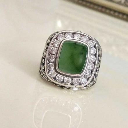 серебряное кольцо +с зеленым камнем