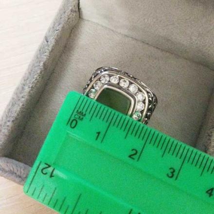 Кольцо из серебра с нефритом