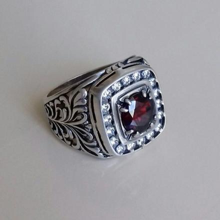 перстень +с красным камнем мужской