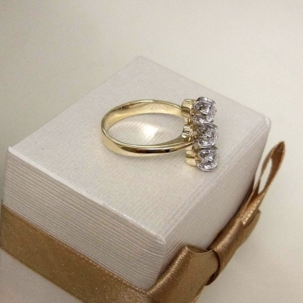 кольцо с тремя камнями купить