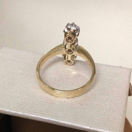 кольцо с тремя фианитами фото