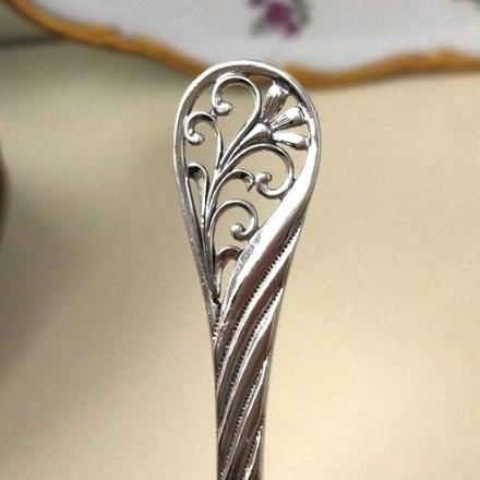 серебряная ложка с длинной ручкой