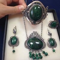 Серебряные украшения с малахитом