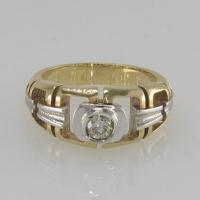 Кольцо из золота с  одним    бриллиантом