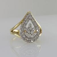 Кольцо с бриллиантами в виде капли