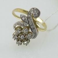 Золотое кольцо в виде цветка с бриллиантами