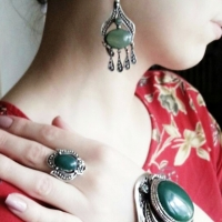 жесткие женские браслеты