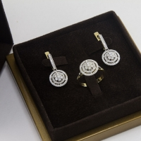 Серьги золотые с бриллиантовой крошкой