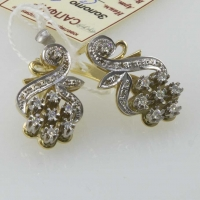 Золотые серьги  в виде цветка с  бриллиантами