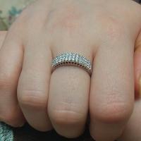 Кольцо  с мелкими камнями