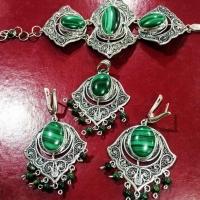 Комплект из серебра с  зеленым агатом