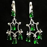 Сережки длинные с зеленым камнем