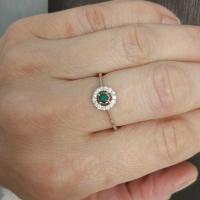 кольцо с сапфиром изумрудом
