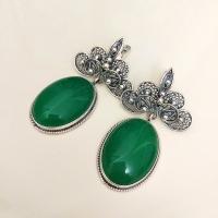 Серебряные серьги с зеленым камнем