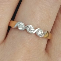 Кольцо из золота с тремя   бриллиантами