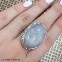 Кольцо из серебра с лунным камнем