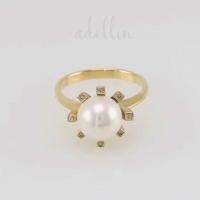 Кольцо из золота с  бриллиантами и жемчугом