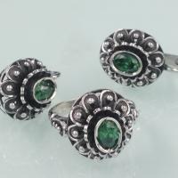 купить серебряные серьги +с зеленым