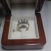 Кольцо из золота с  крупными бриллиантами