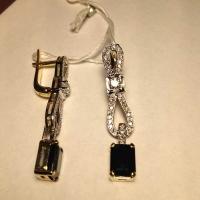 Серьги из золота с  бриллиантами и сапфиром
